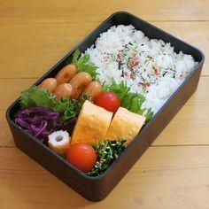 いいね!179件、コメント2件 ― こむぎこさん(@komugiko322)のInstagramアカウント: 「. 困った時の簡単ウインナー弁当☺ 隙間あいたからちくわ入れたらなんか目立つし変になった笑 .…」 Japanese Lunch Box, Japanese Sweets, Japanese Food, Bento And Co, Bento Box Lunch, Bento Recipes, Bento Ideas, Lunch Ideas, Food Ideas