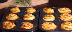 Hon skivar 1 kg potatis och lägger dem i en muffinsform. När de kommer ut ur ugnen? WOW!