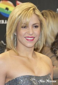 Give him a sexy short hairstyle in surprise. Short Hairstyles have become trendy nowadays. Shaggy Bob Hairstyles, Shaggy Bob Haircut, Smart Hairstyles, Popular Short Hairstyles, Short Layered Haircuts, Woman Hairstyles, Bob Haircuts, Celebrity Hairstyles, Medium Hair Cuts