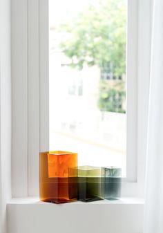 Collection de Vases colorés Ruutu Vases par Ronan et Erwan Bouroullec Ronan & Erwan Bouroullec, Glass Ceramic, Light Table, Icon Design, Design Design, Decoration, Glass Art, Minimalism, Design Inspiration