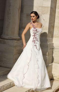 Bruidsjurken, trouwjurken, bruidsmode van Ladybird 31023 ivoryburgundy.jpg