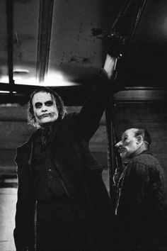 """Christopher Nolan on why he cast Heath Ledger as The Joker, """"Because he is fearless. Der Joker, Heath Ledger Joker, Joker Art, The Dark Knight Trilogy, Batman The Dark Knight, Christopher Nolan, Kings & Queens, The Man Who Laughs, Watch The World Burn"""