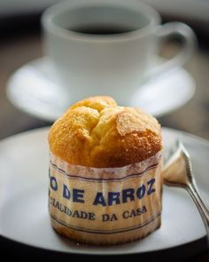 Coffee & Bolo de Arroz (Portuguese Rice Muffins) Bolo de Arroz: ● 300 g sugar ● 150 g butter ● zest of 1 lemon ● 6 eggs ● sufficient milk to make ½ litre with the eggs ● 300 g wheat flour ● 150 g rice. Portuguese Rice, Portuguese Desserts, Portuguese Recipes, Great British Bake Off, Cooking Recipes, Cooking Cup, Baking Ingredients, How To Make Cake, Muffins