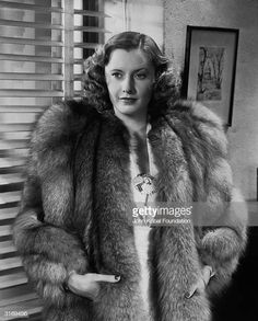 barbara stanwyck the mad miss manton photos - Bing images Old Hollywood Glamour, Golden Age Of Hollywood, Vintage Hollywood, Classic Hollywood, Barbara Stanwyck, The Lady Eve, Fur Coat Fashion, 1940's Fashion, Petite Fashion