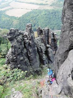 Bořeň, rodinné lezení v jižních stěnách.