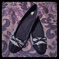 BRAND NEW Flats!!! Black and white stripped flats with patent leather toe and bow. Cushion walk line so extremely comfortable. Brand new never worn. Does not come in box Mark Shoes Flats & Loafers