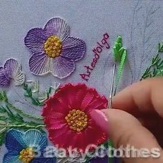 Cross Stitch Sampler Patterns, Hand Embroidery Videos, Floral Embroidery Patterns, Embroidery Stitches Tutorial, Sashiko Embroidery, Hand Embroidery Designs, Ribbon Embroidery, Embroidery Art, Creative Embroidery