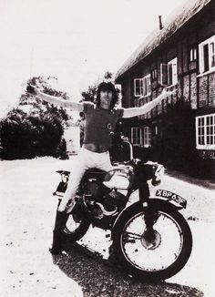 Jimmy Page doesnt drive a car but knows how to ride a motor cycle.....brilliant Jimmy! :D