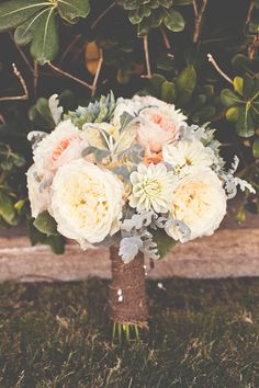 Beautiful rustic summer bridal bouquet (Photo by Lindsey Gomes Photography)