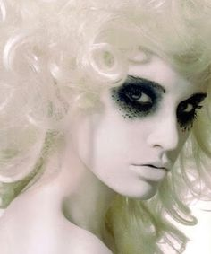 Beautiful Halloween Makeup Ideas Going to any Halloween parties this year but don't have a halloween costume yet? We found some really pretty halloween makeup ideas that don't need a crazy outfit to go with it. Just think … Continue reading → Costume Halloween, Spooky Halloween, Halloween Noir, Halloween Outfits, Halloween Parties, Halloween Circus, Victorian Halloween, Pretty Halloween, Halloween 2013