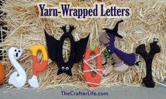 Taking yarn-wrapped letters one step further by adding a ghost, witch, pumpkin, bat, and a spooky tree! Halloween Yarn, Fun Halloween Crafts, Outdoor Halloween, Fall Halloween, Craft Patterns, Crochet Patterns, Yarn Wrapped Letters, Yarn Crafts, Diy Crafts