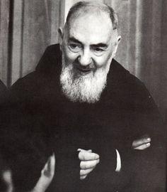 """""""Tu non credi? Non preoccuparti: è Dio che crede in te."""" San Pio da Pietrelcina"""