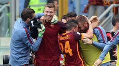 Roma mengalahkan Lazio yang membuat mereka naik ke posisi kedua dengan selisih empat poin dari Napoli dengan kemenangan 4-1 di Stadio Olimpico.
