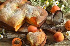 Шарлотка на кефире с консервированными абрикосами