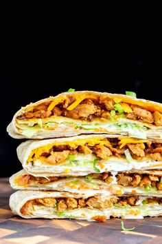 Try this vegan crunchwrap recipe - a veganized version of Taco Bell's famous crunchwrap supreme! Except that this one is completely homemade and uses Korean BBQ Soy Curls, vegan cheese shreds and veggies for the filling. Crunchwrap Recipe, Taco Bell Crunchwrap Supreme, Vegan Wraps, Vegan Ranch, Meat Substitutes, Korean Bbq, Vegan Cheese, Tortilla Chips, Mainz