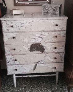 Fini nos manda esta foto del mueble y las cajas que ha decorado con pintura chalk paint de La Pajarita. Encuentra todo lo que necesitas para redecorar tu habitación en nuestra página web: www.cosqueretas.es