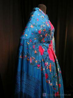 ANTIGUO MANTON DE MANILA Filipiniana, Plus Clothing, Boho Bags, Silk Scarves, Scarf Styles, Simple Dresses, Vintage Floral, Bohemian Style, Bbc