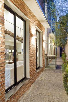 lateral : Casas modernas por PAULA BITTAR ARQUITETURA #CasasModernas