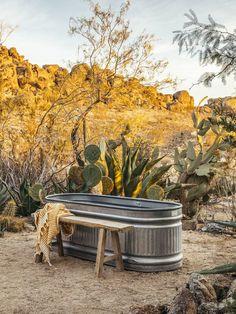 The Casita as featured in Desert Mag The Joshua Tree Casita. Outdoor bathtub in the desert. Outdoor Bathtub, Outdoor Bathrooms, Outdoor Showers, Outdoor Kitchens, Desert Dream, Desert Life, Outdoor Spaces, Outdoor Living, Desert Backyard