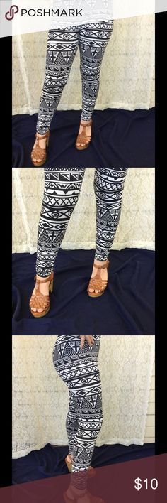 Printed leggings NWOT Stretchy, tiny bit heavy, comfy Pants Leggings