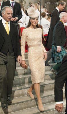 PHOTOS - Kate Middleton en élégante robe dentelée.