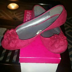 Hot pink flats Gently worn hot pink flat shoes. Xhilaration Shoes Flats & Loafers