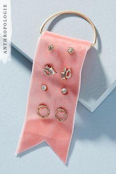 diy jewelry & inspiration 17 Pretty Jewelry Pieces That are Perfect for Valentine's Day- Cosmopolita Jewellery Storage, Jewellery Display, Jewelry Organization, Fancy Jewellery, Bijoux Design, Schmuck Design, Jewelry Logo, Beaded Jewelry, Bridal Jewelry