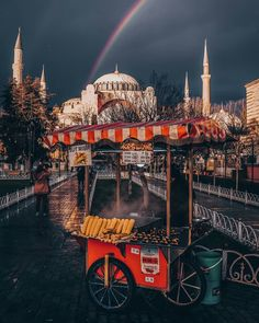 Istanbul Beautiful Places To Travel, Wonderful Places, Istanbul Travel, Islamic Architecture, Dream City, Istanbul Turkey, Far Away, Taj Mahal, Places To Visit