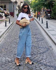 Minimalist Fashion Trendy baloon denim jeans with simple white Minimalist Fashion Trendy baloon denim jeans with simple white tee. Mode Outfits, Chic Outfits, Summer Outfits, Fashion Outfits, Jeans Fashion, Hijab Fashion, Everyday Casual Outfits, Fashion Tips, Fashion Mode