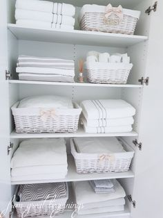 Bathroom Linen Closet Ideas Awesome Linen Closet organization Ideas How to organize Your Linen Home Organisation, Storage, Bathroom Organisation, Home Organization, Closet Storage, Closet Organisation, Linen Closet Storage, Closet Makeover, Cupboards Organization