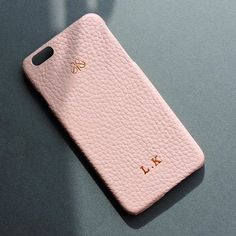 Saturday kiss 🌸 Pudra iphonecase 6/6plus Kişiye özel harfbaskı . #iphonecover #power #style #fashion #personalized #customized #techfashion #leatheraccessories #iphonekılıf #derikılıf #deriaksesuar #serapaktugleathergoods