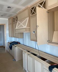 Kitchen cabinets going in‼️ We love the way they're looking and they're not even finished yet! 📍Mills Ranch Lot 6 Custom build in the making ... 👀 • • • • • #fieldstonehomes #fieldstonehomeskc #kansasbuilder #kansashomes #customhomes #spechome #millsranch #southoverlandpark #johnsoncounty #johnsoncountyks #cabinetinstallation #kitchencabinets #beautifulhomes #modernfarmhousearchitecture Farmhouse Architecture, Overland Park, Custom Homes, Beautiful Homes, Ranch, Kitchen Cabinets, Building, Modern, Home Decor
