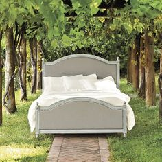 Anna Maria Queen Upholstered Bed