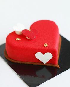 """1,125 mentions J'aime, 24 commentaires - ChristopheAMAV (@christopheamav) sur Instagram : """"Le Valentin de @cyril_lignac Fruits rouges et noirs/financier amande/mousse vanille. Il est parfait…"""""""