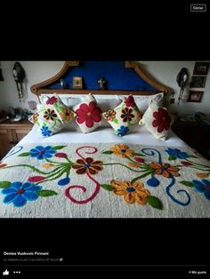 Mexican Embroidery, Folk Embroidery, Hand Embroidery Designs, Embroidery Stitches, Embroidery Patterns, Quilt Patterns, Baby Moccasin Pattern, Designer Bed Sheets, Floral Bedspread