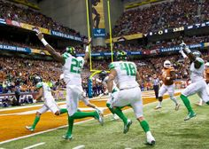 Oregon Ducks cornerback Avery Patterson (21), runs in an interception for the first touchdown of the game against the Texas Longhorns in the Valero Alamo Bowl