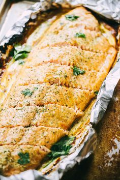 Maple Mustard Salmon in Foil – Delicious, sweet and tangy salmon coated with an amazing maple syrup and mustard sauce, and baked in tin foil to a flaky perfection! (Bake Salmon In Foil) Healthy Salmon Recipes, Healthy Eating Recipes, Fish Recipes, Seafood Recipes, Dinner Recipes, Cooking Recipes, Healthy Meals, Cooking Game, Recipies
