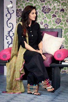 My favourite simple punjabi suit❤ Punjabi Fashion, Ethnic Fashion, Bollywood Fashion, Asian Fashion, Fashion Black, Indian Attire, Indian Ethnic Wear, Pakistani Outfits, Indian Outfits