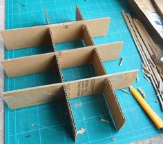 DIY Christmas ornament storage - - DIY Christmas ornament storage A tutorial on how to make your own custom Christmas ornament storage box from supplies you have around your house. Diy Christmas Storage, Diy Ornament Storage, Custom Christmas Ornaments, Ornament Box, Diy Storage, Christmas Diy, Storage Bins, Storage Solutions, Wreath Storage