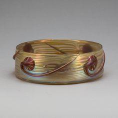 ** Johann Lötz Witwe, Klostermühle, iridiscent glass bowl, Austria ca 1900.