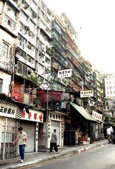 九龍城寨 - Kowloon Walled City in 1991 by antwerpenR, via Flickr