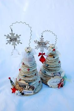 SCRAPBOOK ABUNDANCE: Paper christmas trees, made out of book pages, the rest of the pics show so many little details, very cool!