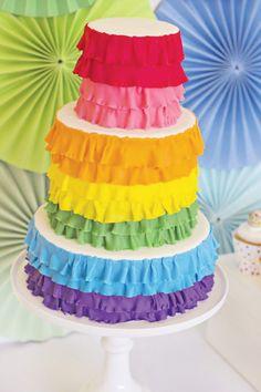 Una tarta muy alegre, idónea para una fiesta arcoiris / A bright and colourful cake, ideal for a rainbow party