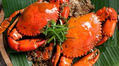 Make this garlic pepper crabs recipe at home, and don't be afraid to use your fingers to eat them!