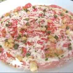 Carpaccio de sandia con queso, alcaparras & cebollino en Rio de Janeiro.  Vale la pena probarlo  http://www.onfan.com/es/especialidades/rio-de-janeiro/ct-boucherie/carpaccio-de-sandia?utm_source=pinterest&utm_medium=web&utm_campaign=referal