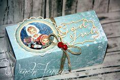 After Eight konfekt er blitt pyntet opp til søte gaver. Mønsterark fra Studiolight. God jul-chipboard fra Wycinanka / Global Hobby og Kunst...