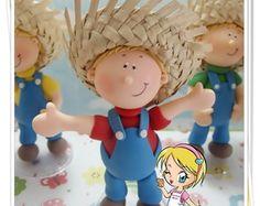 menino fazendeiro com chapéu de palha