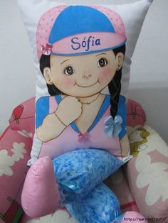 ampliar Painting Words, Fabric Painting, Cushions, Pillows, Craft Shop, Felt Crafts, Baby Toys, Smurfs, Screen Printing