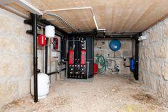 Nachwachsende Materialien aus der Region und eine autonome Strom- und Wasserversorgung - das war 2009 die Vision zweier Schweizer, die im Kanton Freiburg ein beinahe vollständig kompostierbares Einfamilienhaus gebaut haben. (Bilder zvg)