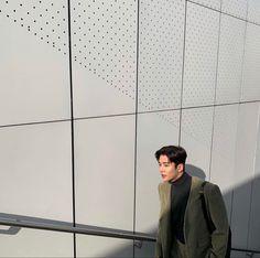 Zodiac Signs Leo, Fnc Entertainment, Kdrama Actors, Gentle Giant, Handsome Boys, Korean Actors, Louvre, Entertaining, Photo And Video